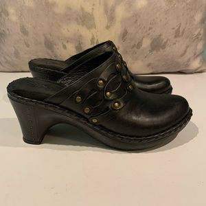 GORGEOUS BLACK LEATHER FRYE MULES SIZE 8